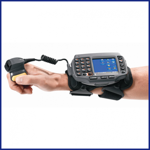 Wearable terminal has non touch display and double tap keypad. 512/2G memory, a/b/g/n radio, CE7 OS, English, and standard battery. Please order mounting softgoods & scanners separately. Works with all Wearable accessories. Вид 4
